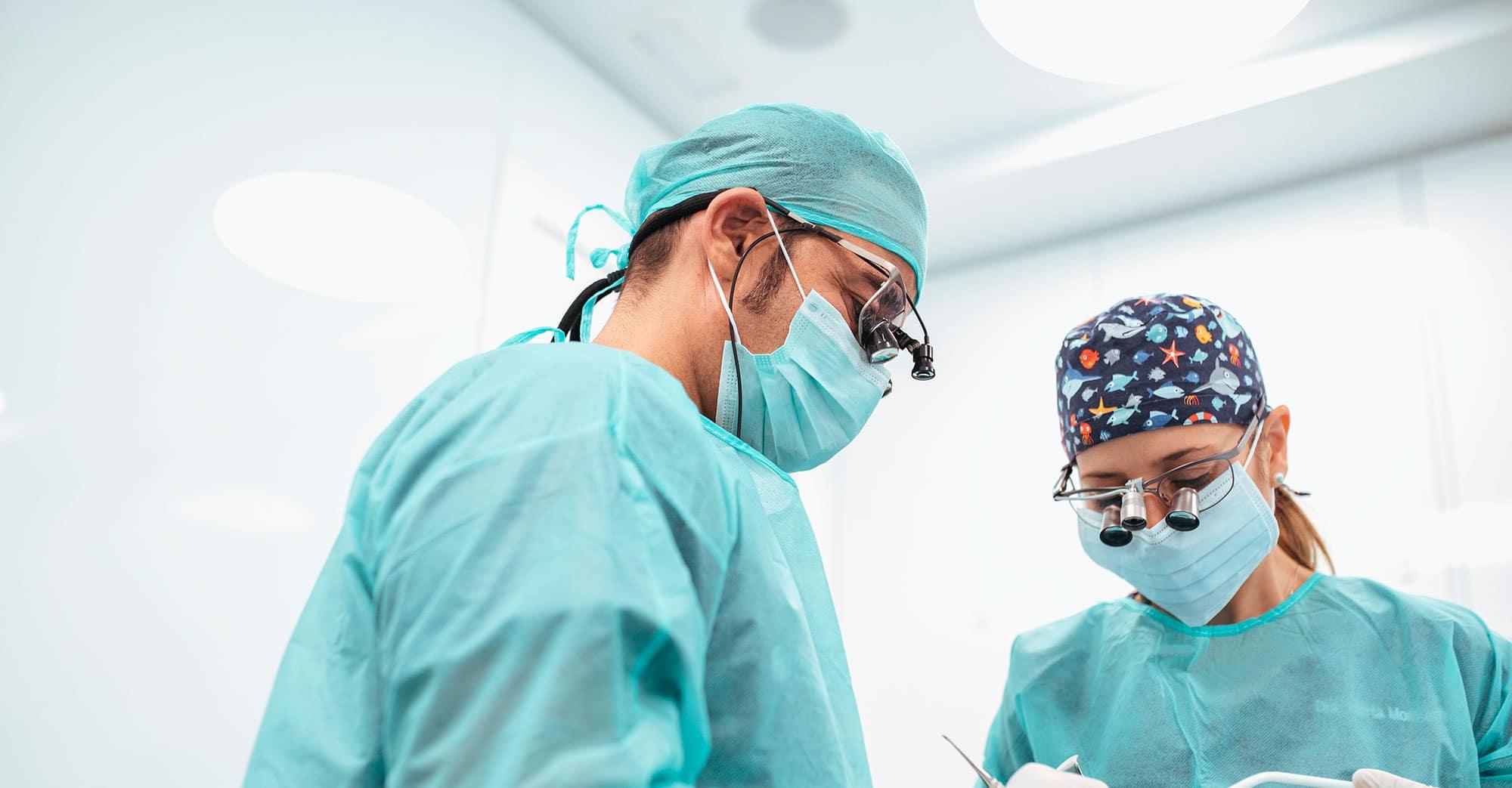 Implantes dentales y regeneración osea 1